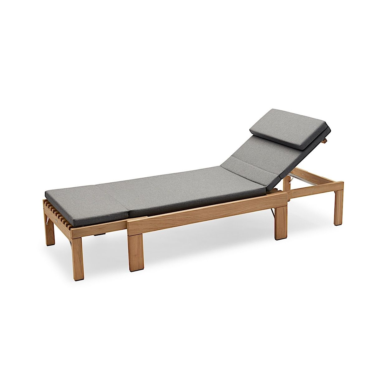 Skagerak Riviera Sunbed including charcoal cushion