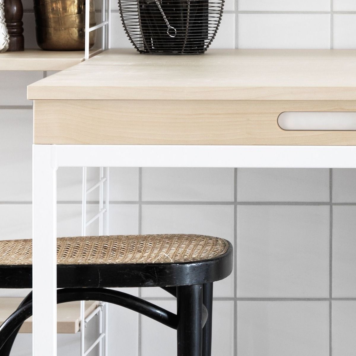 String shelving system for the kitchen in ash detail of leg and handle