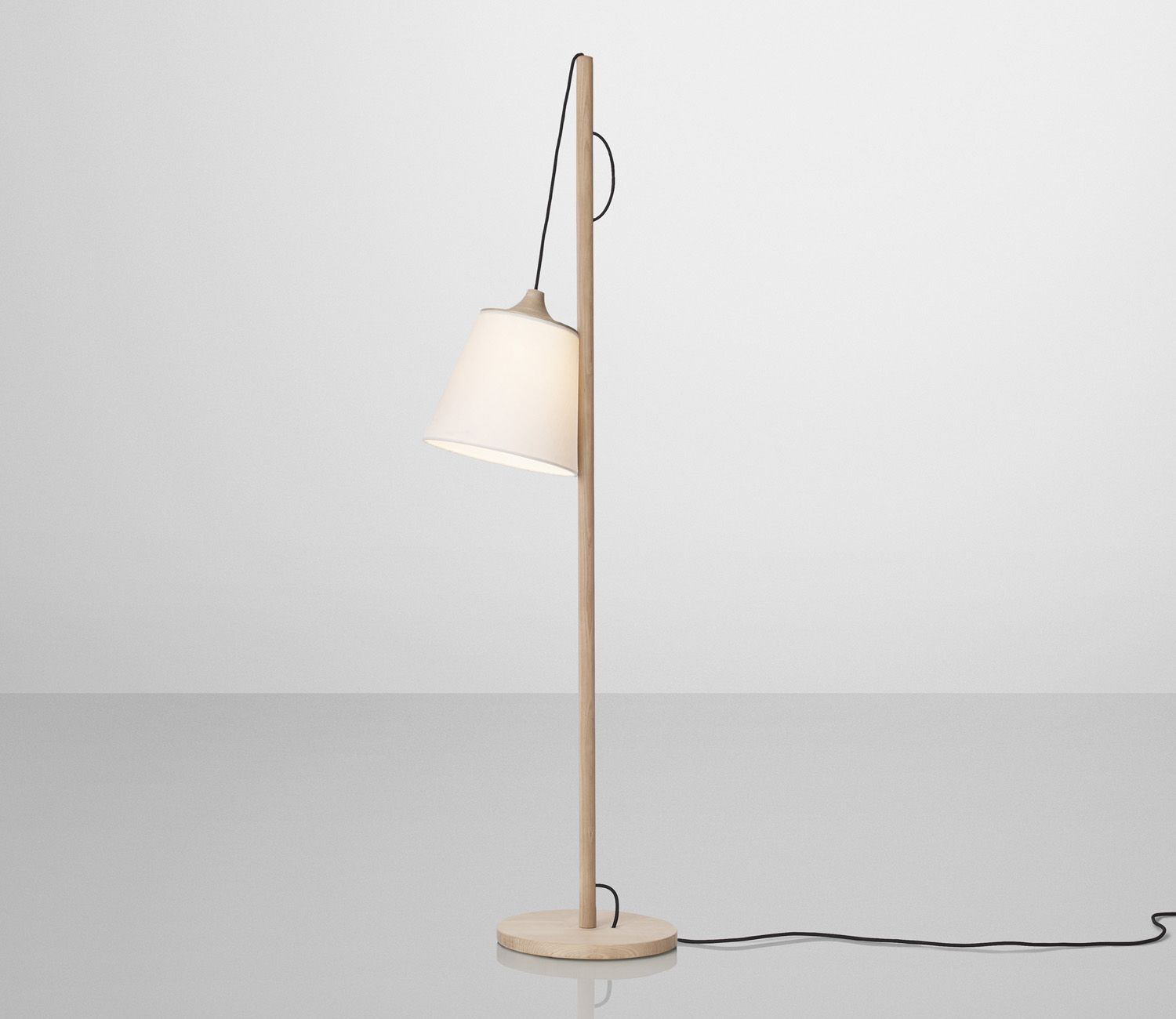 Muuto Pull Lamp with shade in lower position