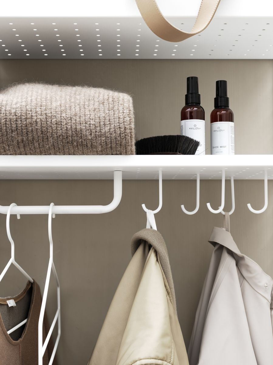 String + Rod detail on closet hall way system