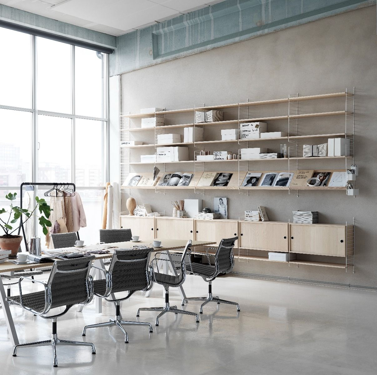 String shelving system in string office