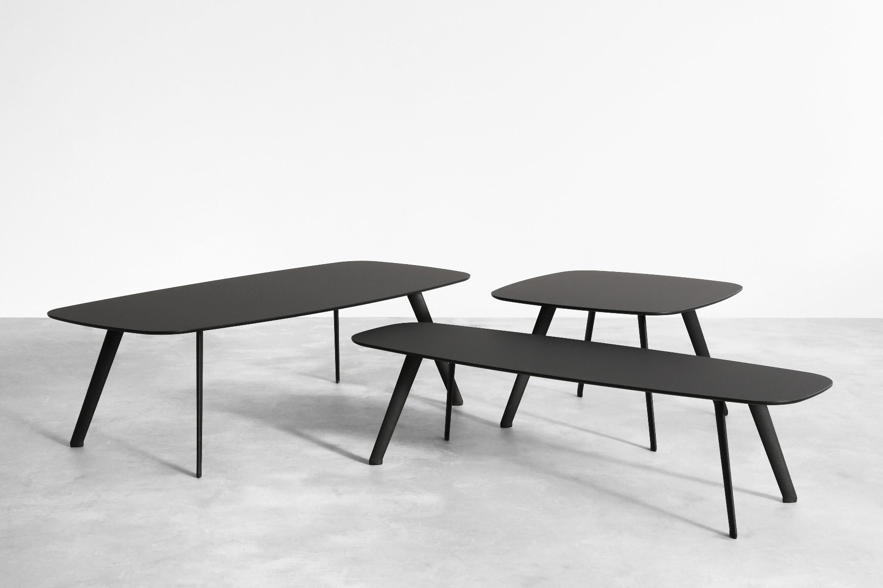 Stua Solapa Tables-Fenix showing three sizes