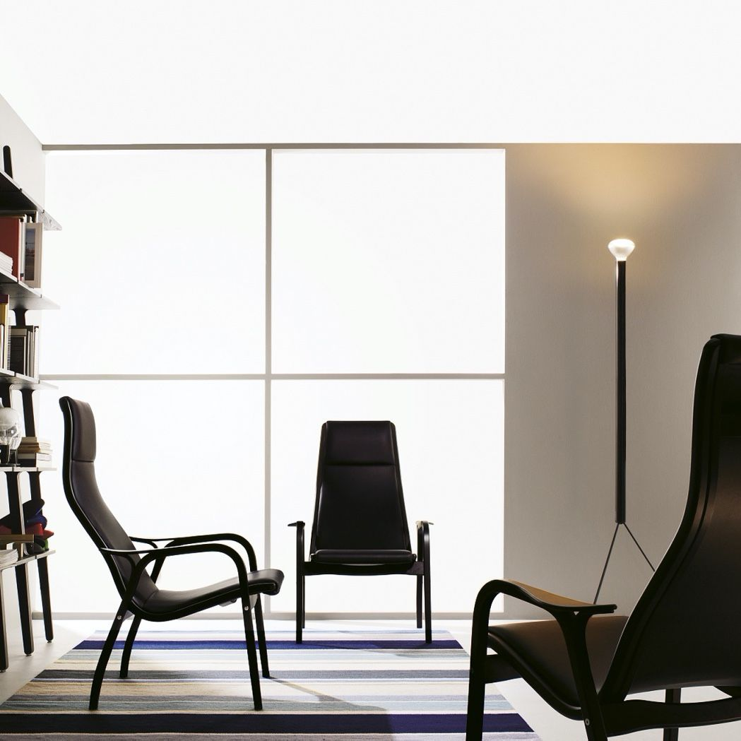 Swedese Lamino chair in black leather chair in an interior with libri shelf
