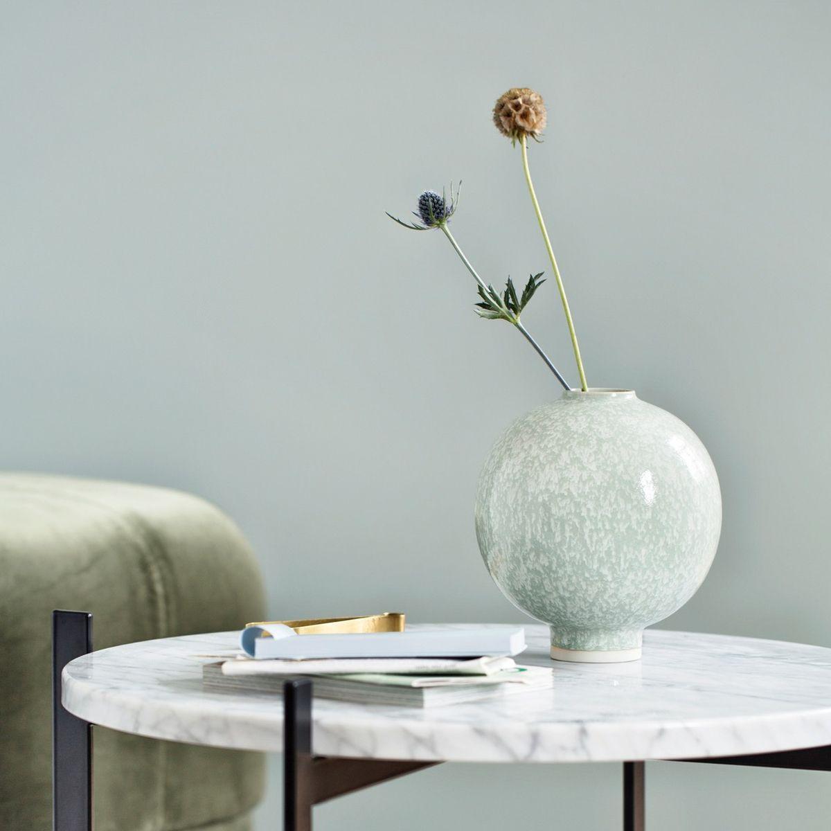 Kahler Unico Vase Large green on a marble side table