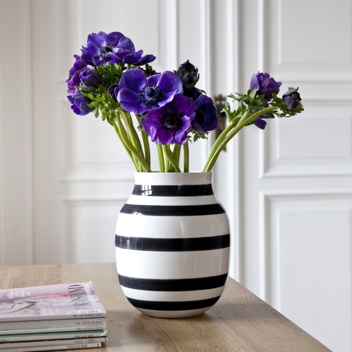 Omaggio Vase with purple flowers