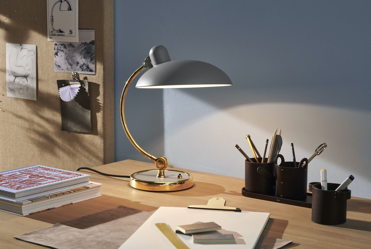 Fritz Hansen Kaiser Idell Table lamp easy grey on a desk