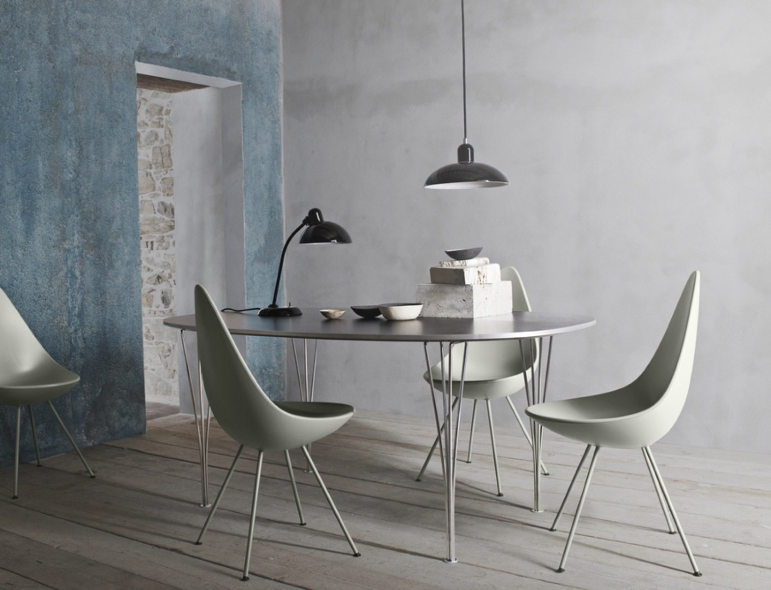 Fritz Hansen Drop Chairs with the super elliptical table