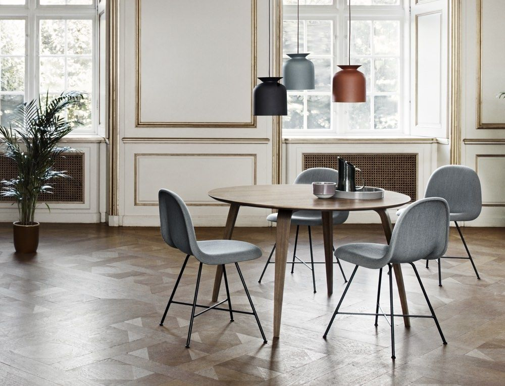 Gubi round dining table, with 3D chairs