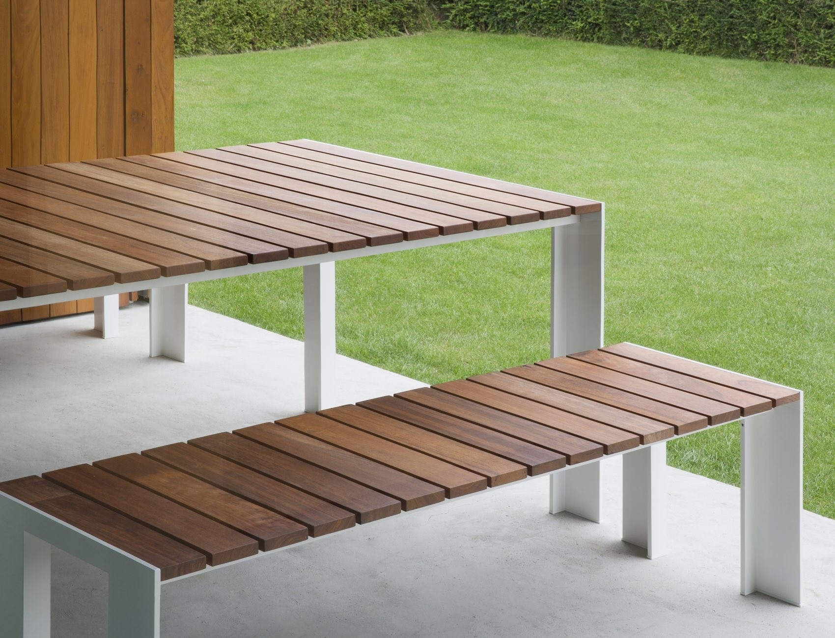Stua Deneb Table
