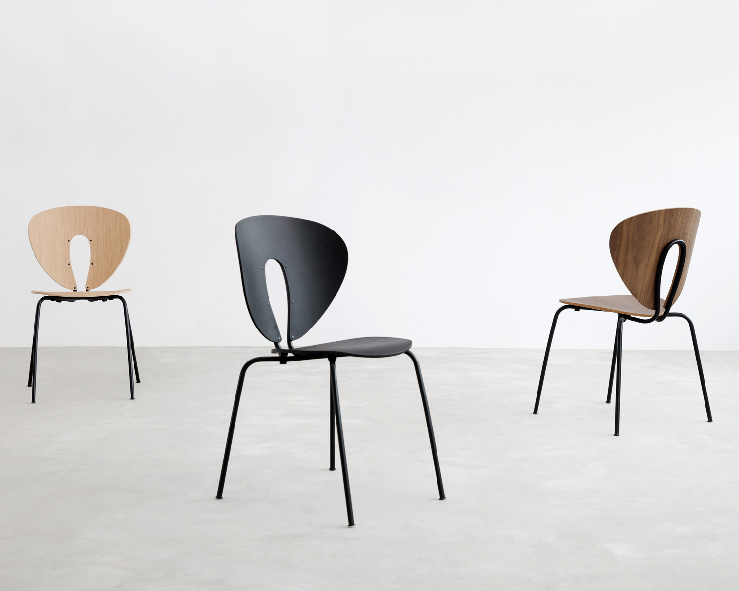 Stua globus chair walnut with black frame